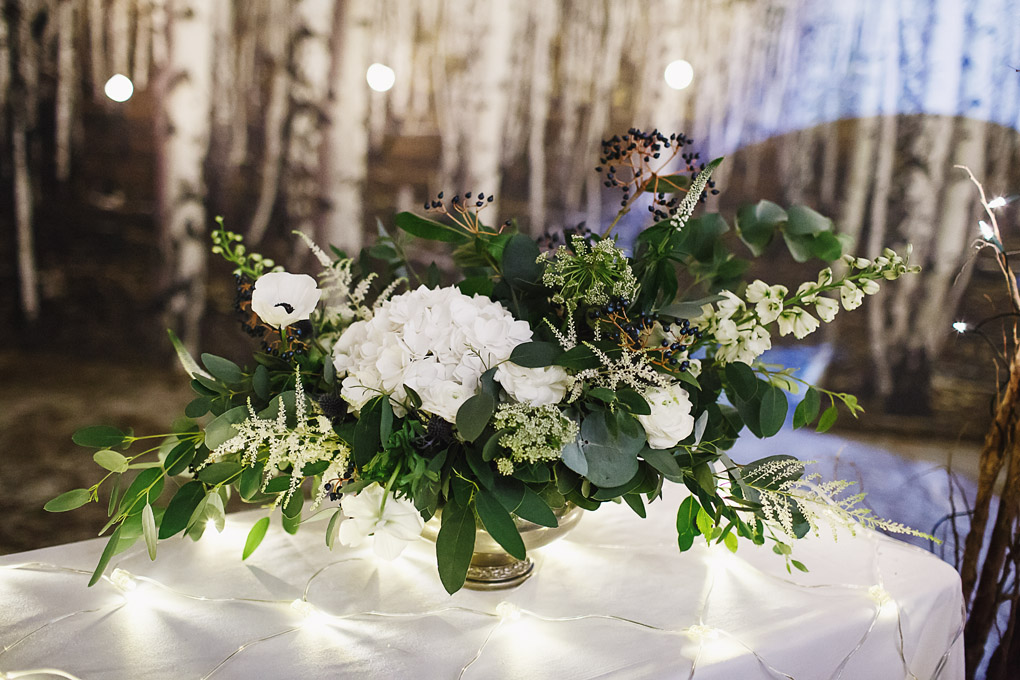 winter wedding theme floral display hollygoeslightly