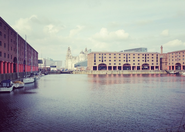 a trip to tate liverpool albert dock liver building hollygoeslightly