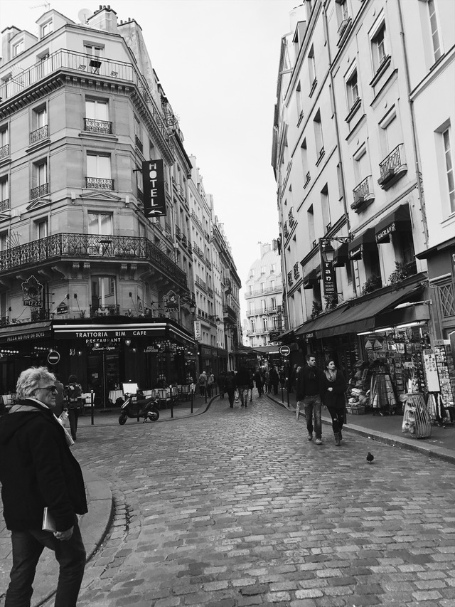 paris in black and white streets